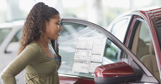 https://www.fueleconomy.gov/feg/images/WomanCarShopping.jpg
